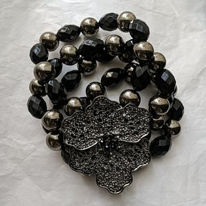 Black and Slate Chuncky Flower Stretch Bracelet